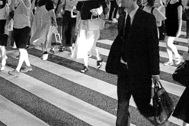 横断歩道の歩行者